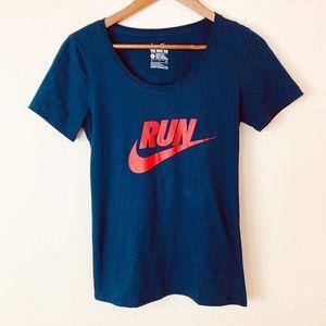 Nike RUN SWOOSH T-Shirt
